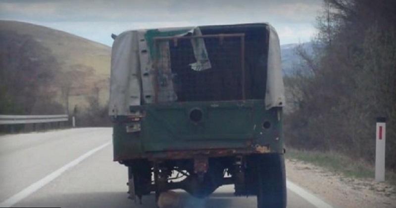 Samo u BiH: Kamion može i na tri točka (VIDEO)