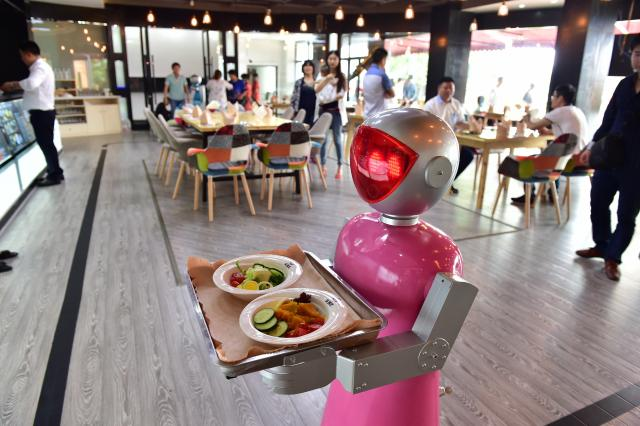 Roboti-konobari dobili otkaz