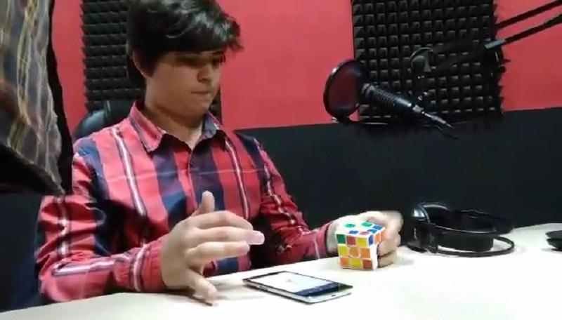 Renato Stopić, gimnazijalac iz Banjaluke, rekorder u slaganju Rubikove kocke (VIDEO)