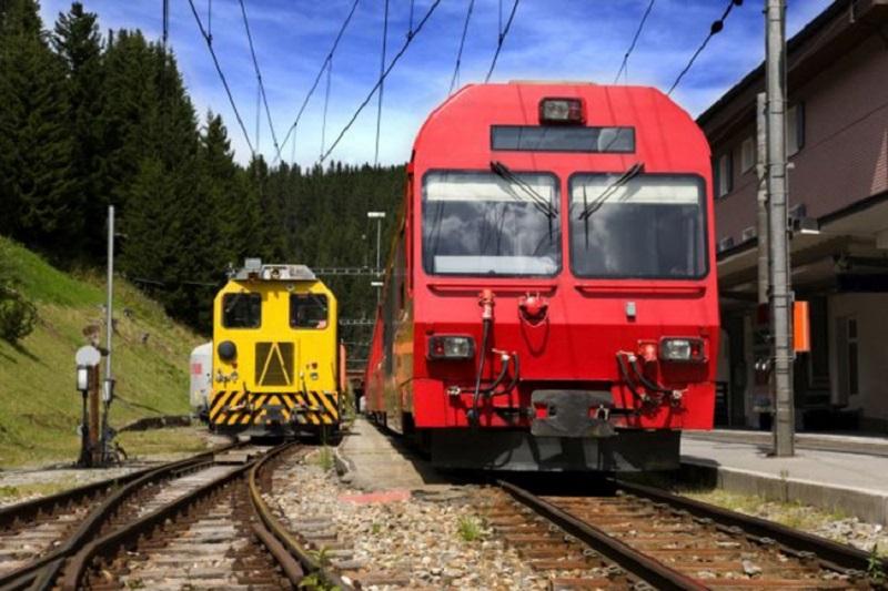Od juna do septembra željeznička linija Moskva – Bar