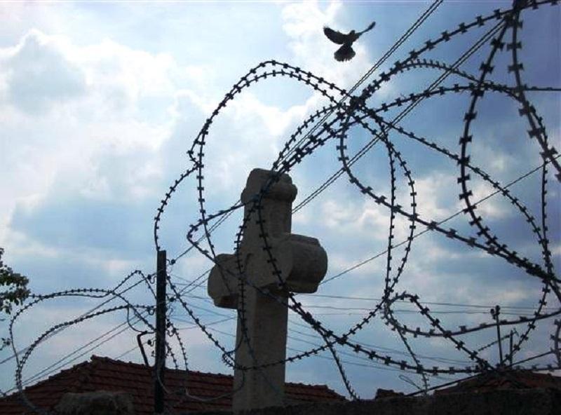 Anonimni stanovnik Srpske stipendira troje djece sa Kosova