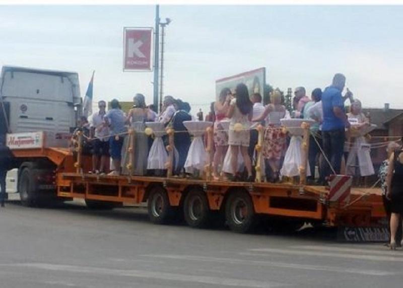 Prijedor: Svadba na kamionu!