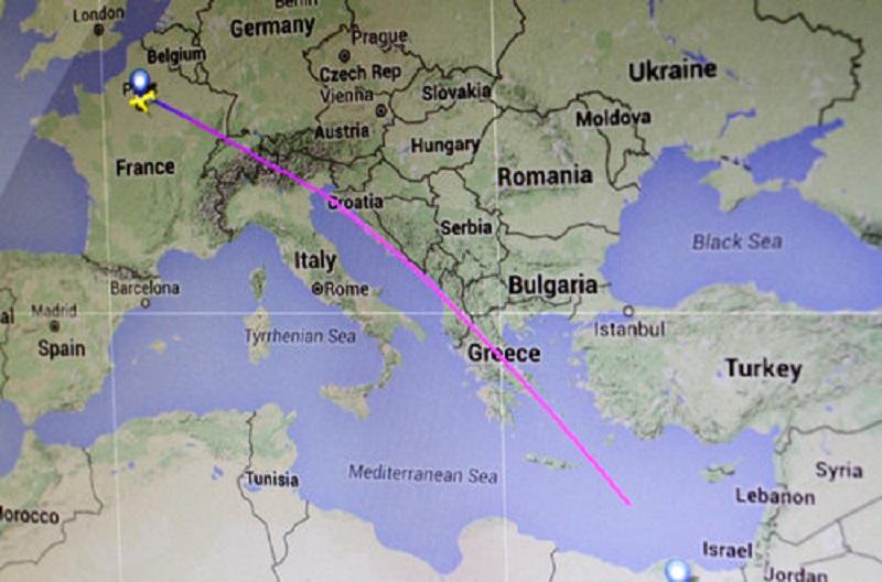 Srušio se avion sa 66 putnika i članova posade