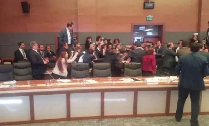 Nova masovna tuča poslanika u turskom parlamentu