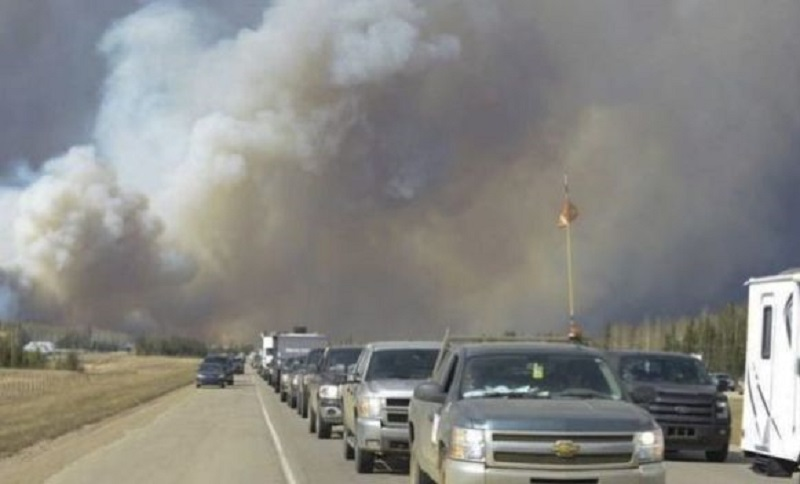 Evakuisan čitav grad zbog požara (VIDEO)
