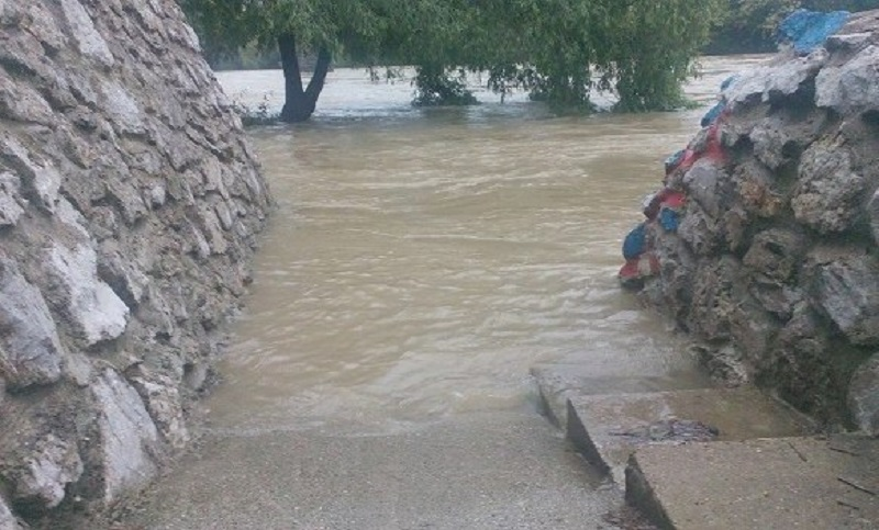 Vrbas u Banjaluci poplavio plaže i zelene površine (FOTO)