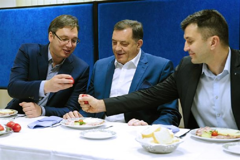 Vučić pobijedio u tucijadi: Evo kako se bira jaje