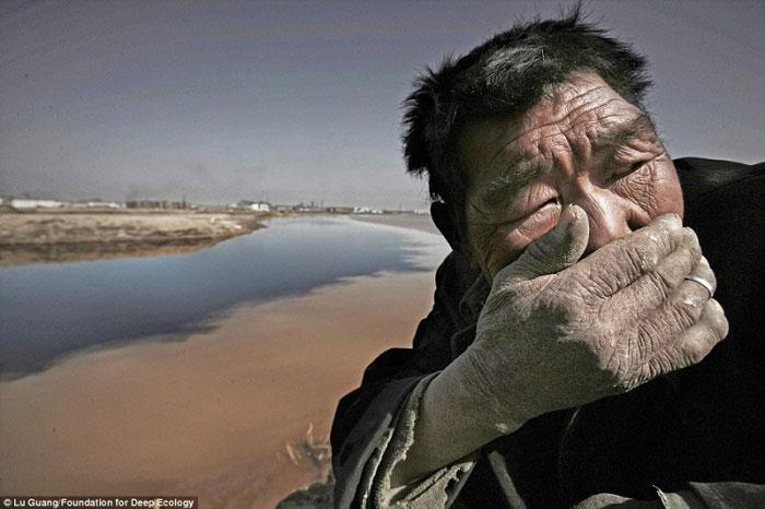 6. Poljoprivrednici ne mogu izdržati smrad Žute rijeke u Mongoliji.