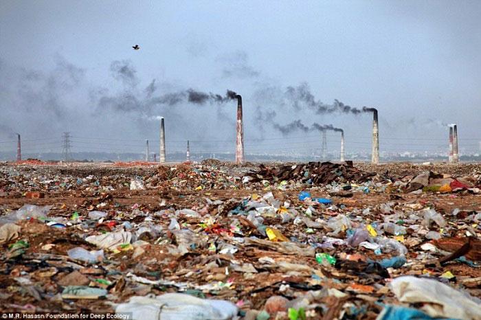 7. Spaljivanje otpada iz postrojenja i njegova okolina u Bangladešu.