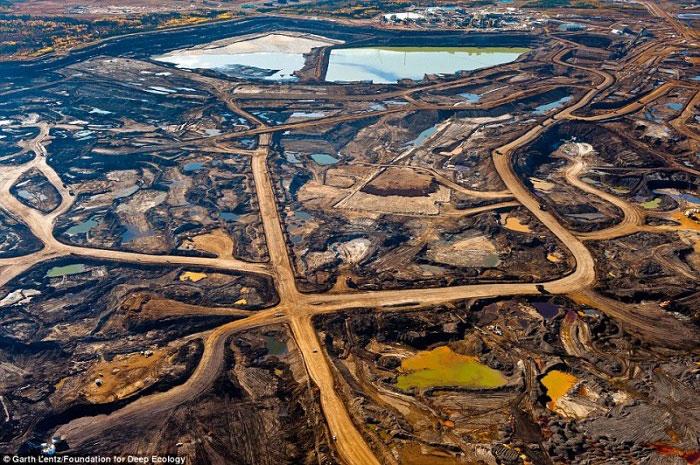 8. Ožiljci ostavljeni iz rudarstva naftnog pijeska u kanadskoj provinciji Alberta.