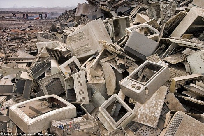 12. Tona (doslovno) razbijene elektronike završava u zemljama u razvoju, gdje se skida plemeniti metal pomoću smrtonosnih tvari.