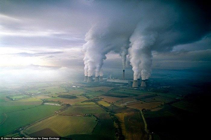 16. Električna centrala lignitom zagađuje vazduh.