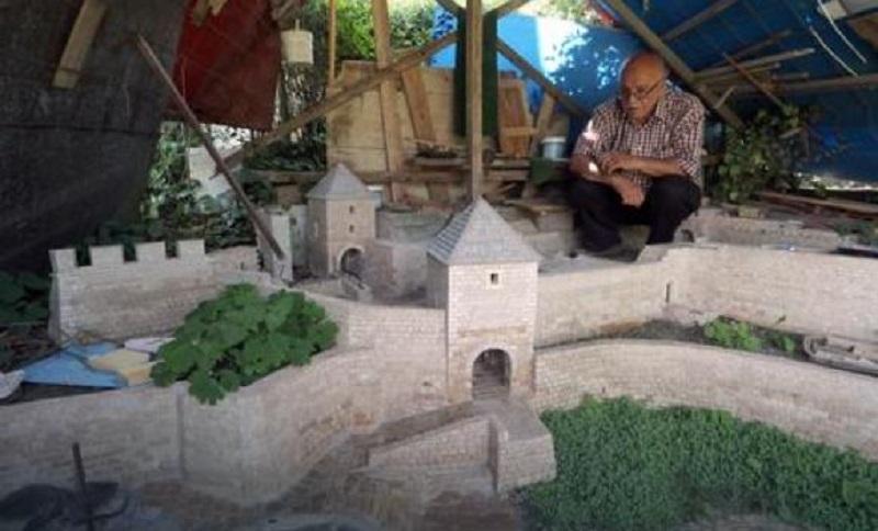 11 godina pravio repliku tvrđave Kastel