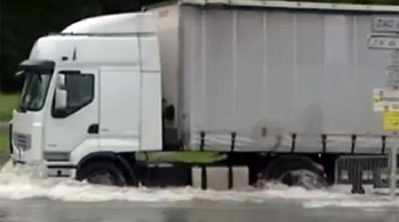 Kiše u Francuskoj izazvale haos: Čamci na ulicama