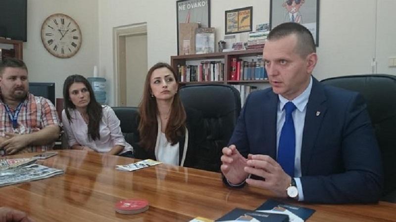 Ministar Lukač posjetio Klub novinara