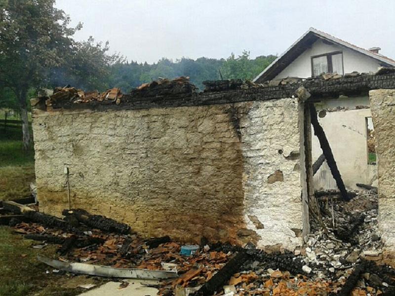Izgorjela kuća na Manjači