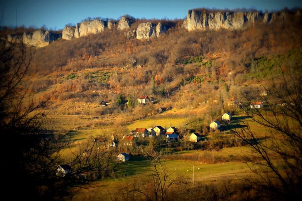 Selo Pecka – boje na prozorima