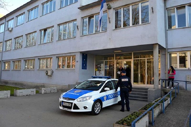 Prijedor: Pijan upao u stanicu policije i izudarao šefa smjene