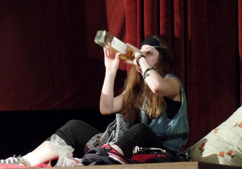 """Premijerom predstave """"Dva puta dva je pet"""" otvoren festival amaterskog teatra u Laktašima"""