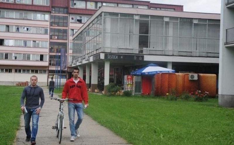 Banja Luka: Staklo sa prozora studentskog doma palo na na studente