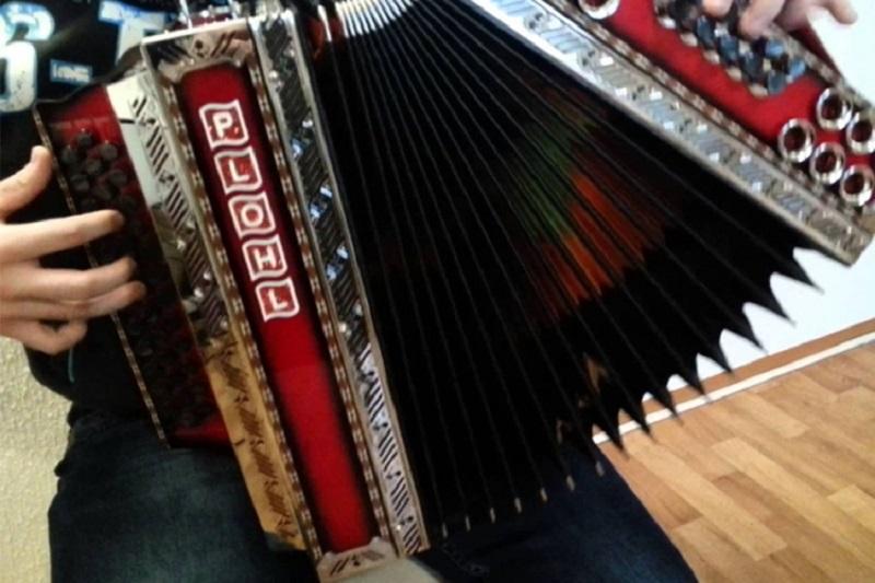 Rezultat za Ginisovu knjigu rekorda: Slovenac harmoniku svirao 50 sati bez prekida