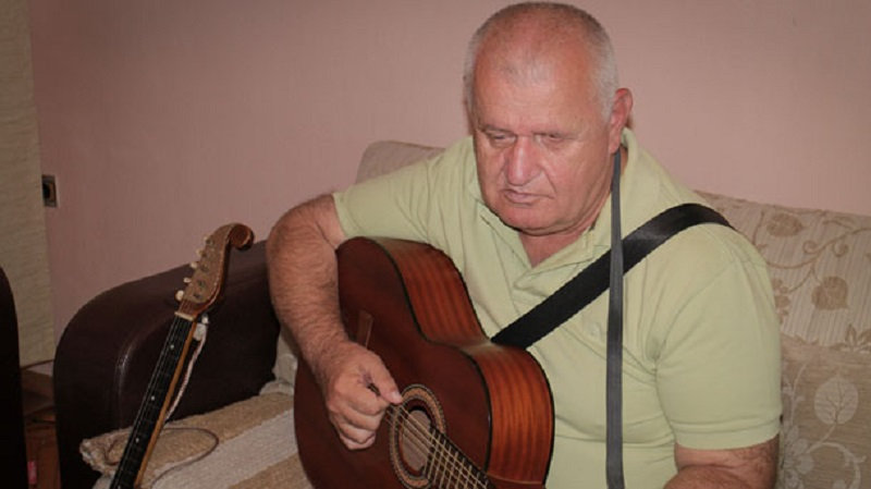Gradiška: Slijep svira 24 instrumenta!