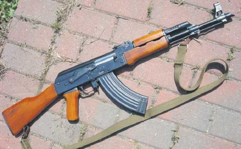 Sa automatskom puškom i pištoljima upali na pumpu