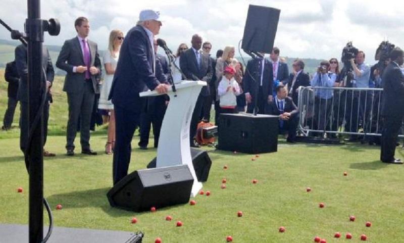 Na Trampa bacali golf loptice s kukastim krstom VIDEO
