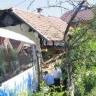 Autobus udario u kuću: 11 osoba povrijeđeno u nesreći