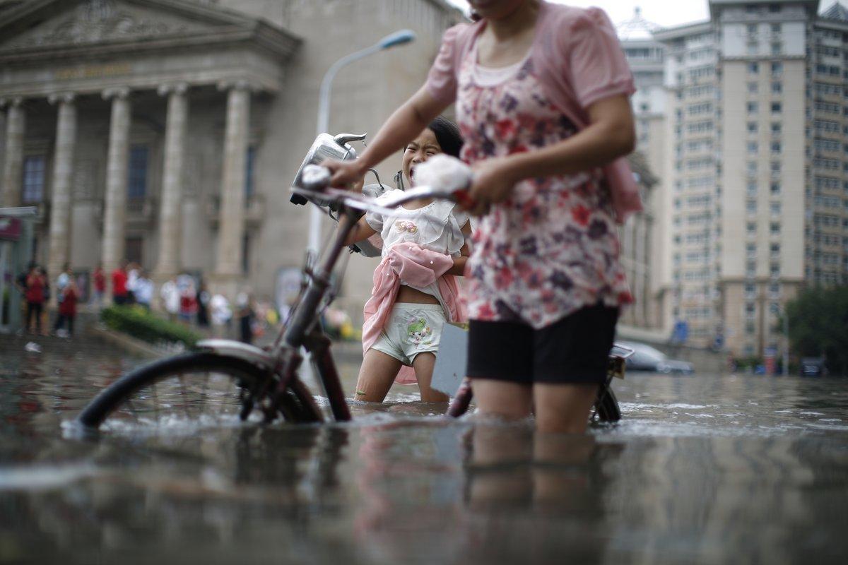 Dramatični snimci iz Kine, poplave nose živote VIDEO/FOTO