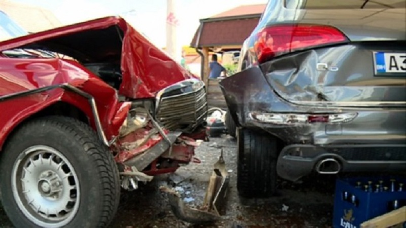 Bijeljina: Mercedesom u auto-praonicu (FOTO)