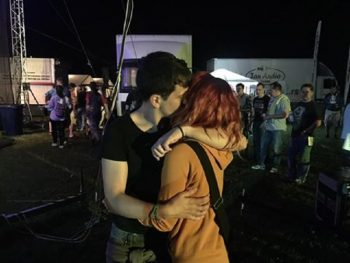 OK FEST: Momak zaprosio djevojku na koncertu Ede Maajke