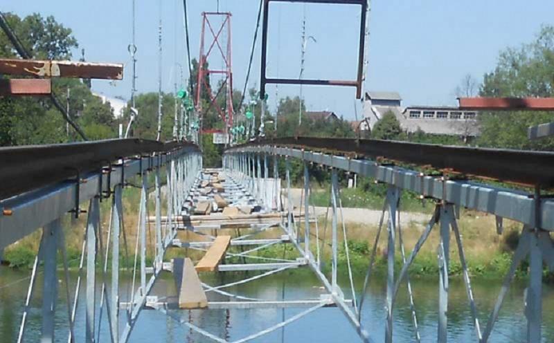 Priječani: Mještani rizikuju živote prelazeći preko mosta koji nije završen