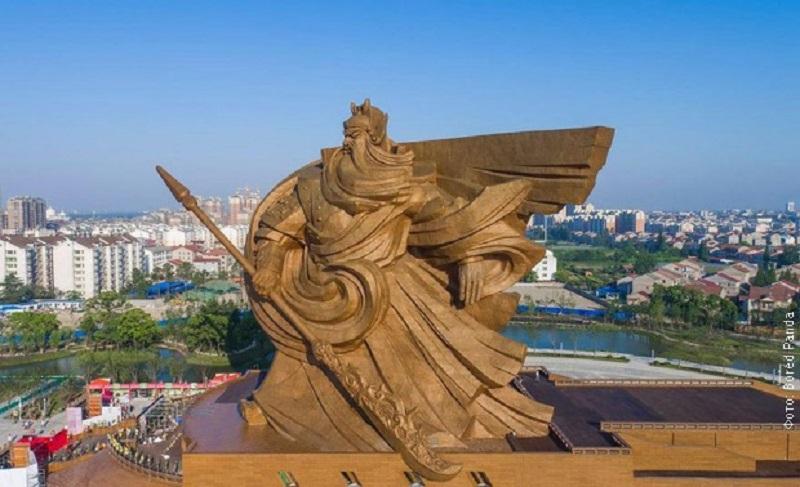 Kinezi sagradili ogroman spomenik bogu rata