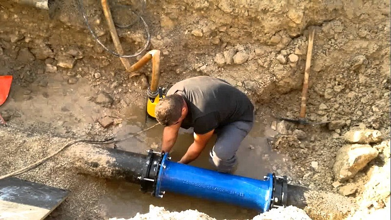 Radnici slučajno probili cijev, pola Borika ostalo bez vode