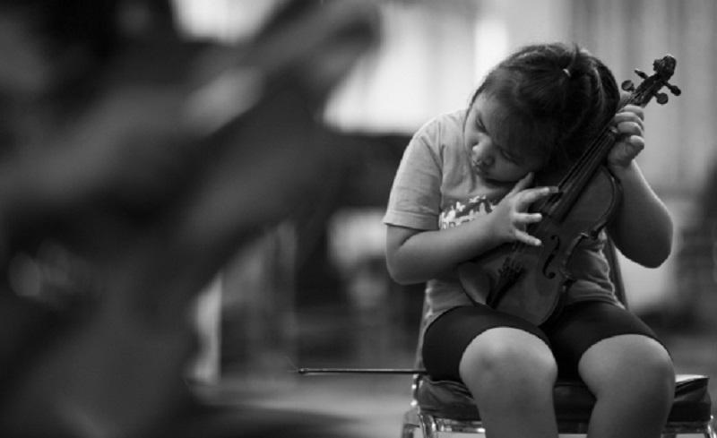 Tajland: Slijepa djeca sviraju u orkestru, note čitaju na Brajevom pismu