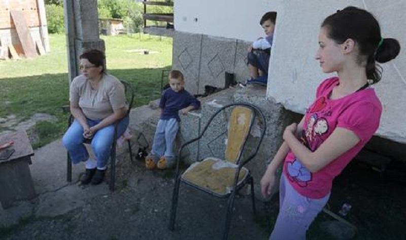 Banjaluka: Snovi samohrane majke, sa šestoro djece živi od 200 KM, jedino što želi su kuća i štala