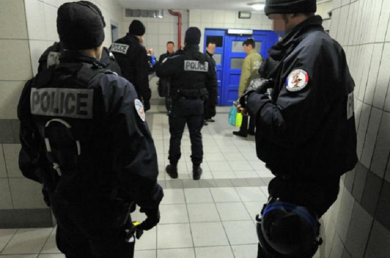 Francuska- Naoružani čovjek u hotelu