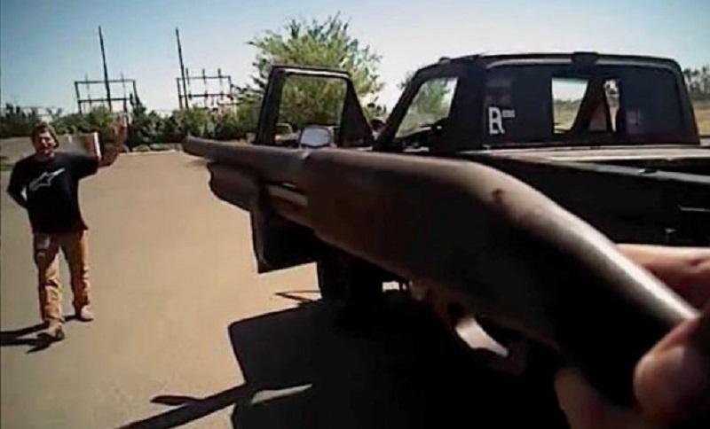 """Policajci ubili pa """"ovjerili"""" nenaoružanog mladića (VIDEO)"""