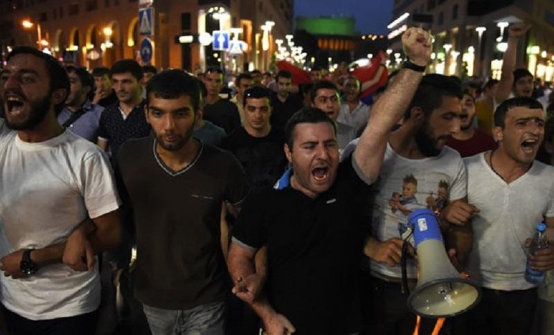 Jermenija: Demonstranti se sukobili sa policijom