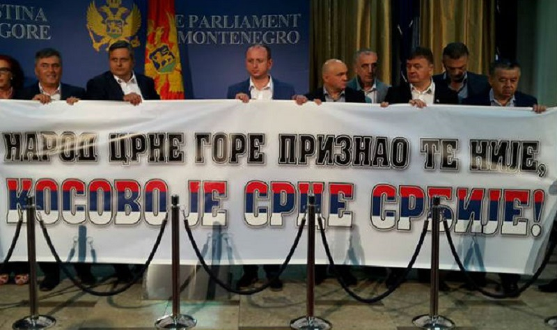 """Transparent """"Kosovo je srce Srbije"""" u Skupštini Crne Gore"""