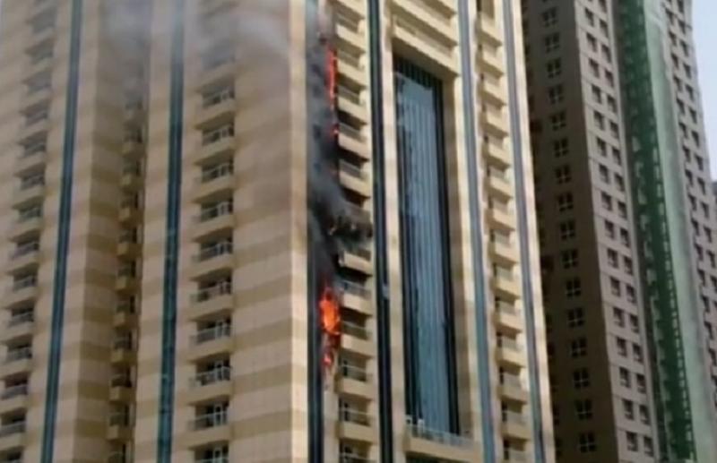 Dubai: Požar guta veliki broj spratova luksuznog nebodera!