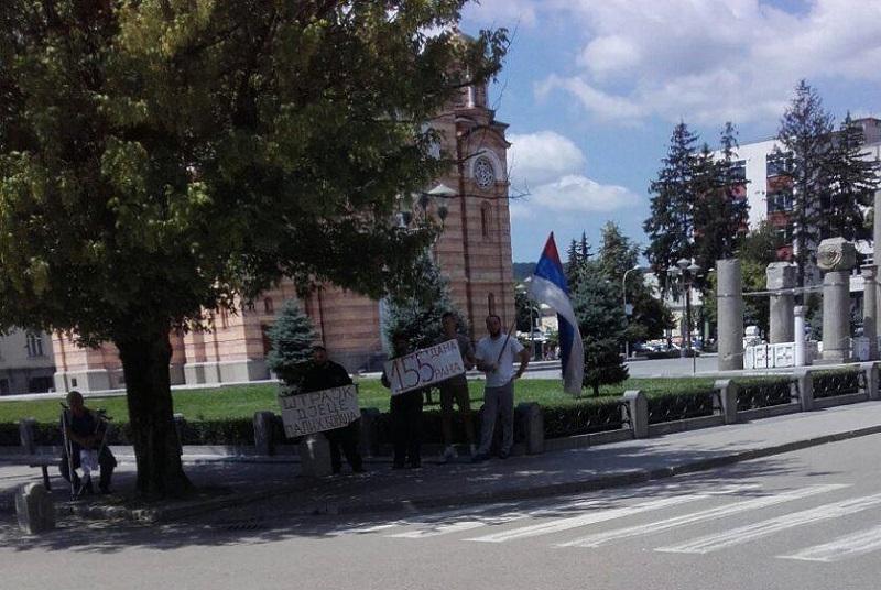 FOTO VIJEST: Štrajkači ispred Palate Predsjednika čekaju Dodika