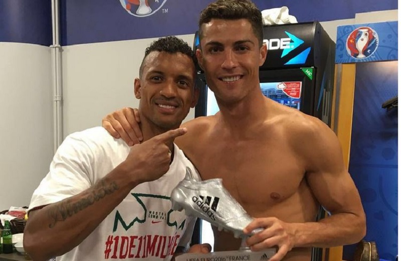 Ronaldo poklonio svoju Srebrenu kopačku Naniju