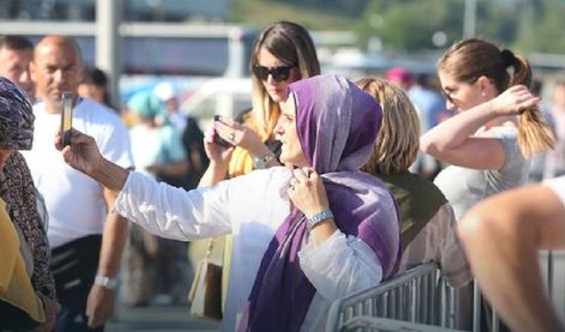 """Uprkos apelima: U Srebrenici kao """"na vašaru"""" – selfiji, roštilj i bižuterija"""