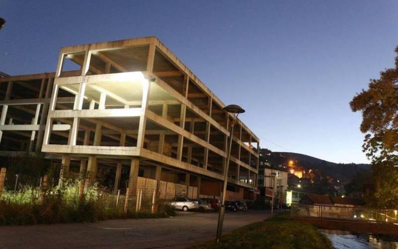 Žena se ubila skokom sa zgrade srednjoškolskog centra