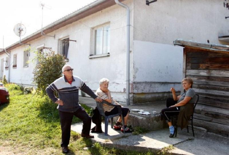 Banjaluka: 20 ljudi već decenijama žive u privremenom smještaju