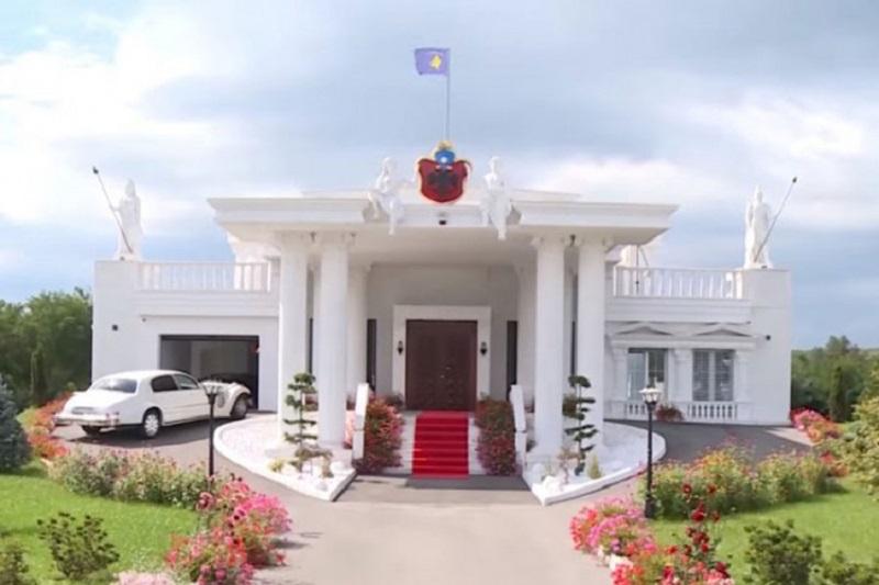Albanac napravio Bijelu kuću usred Srbije (VIDEO)