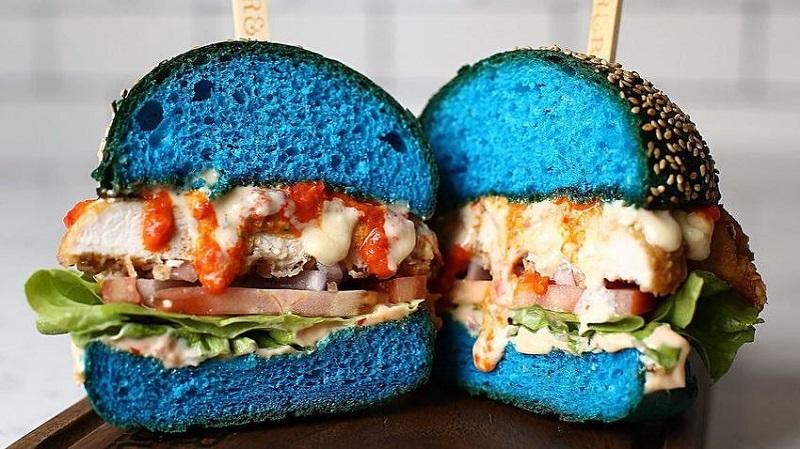 Nova atrakcija: Plavi hamburgeri na tržištu u Australiji