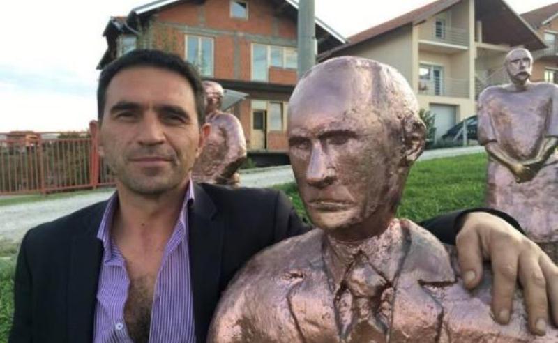 "Stevo ""pozlatio"" Putinov kip na Paprikovcu"